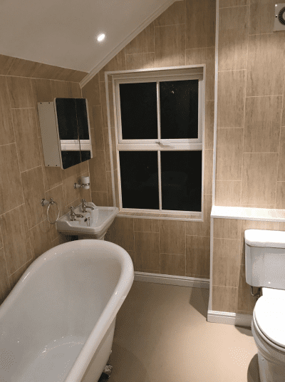 Luxury free standing Victorian style bathtub